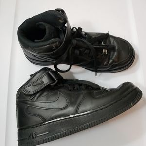 Nike Air Force 1 Mid 07 LE Black Out Wome size 6.5